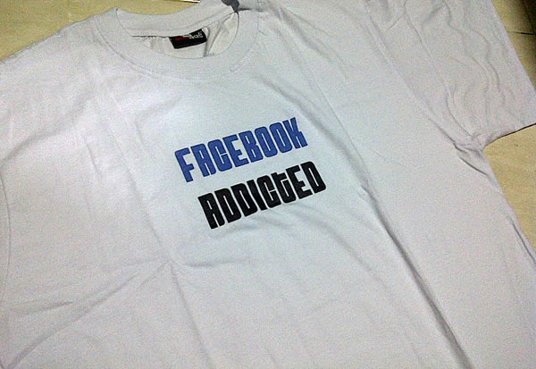 Kaos cotton putih. special untuk pecandu facebook aka facebook mania